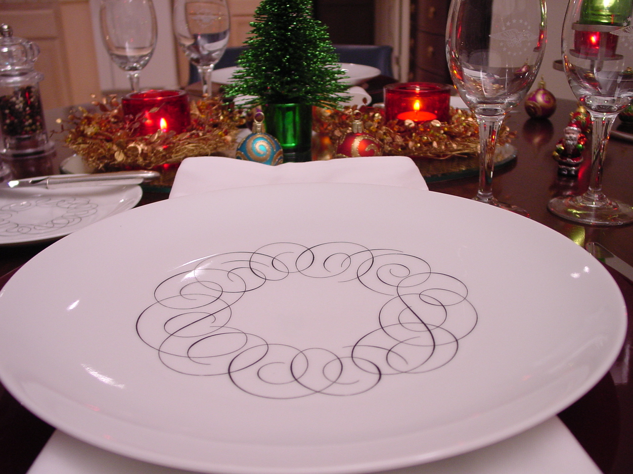 Red, white, green & black are the colors of this holiday table setting using Pan Am's 1950s President Special china pattern designed by Rosenthal