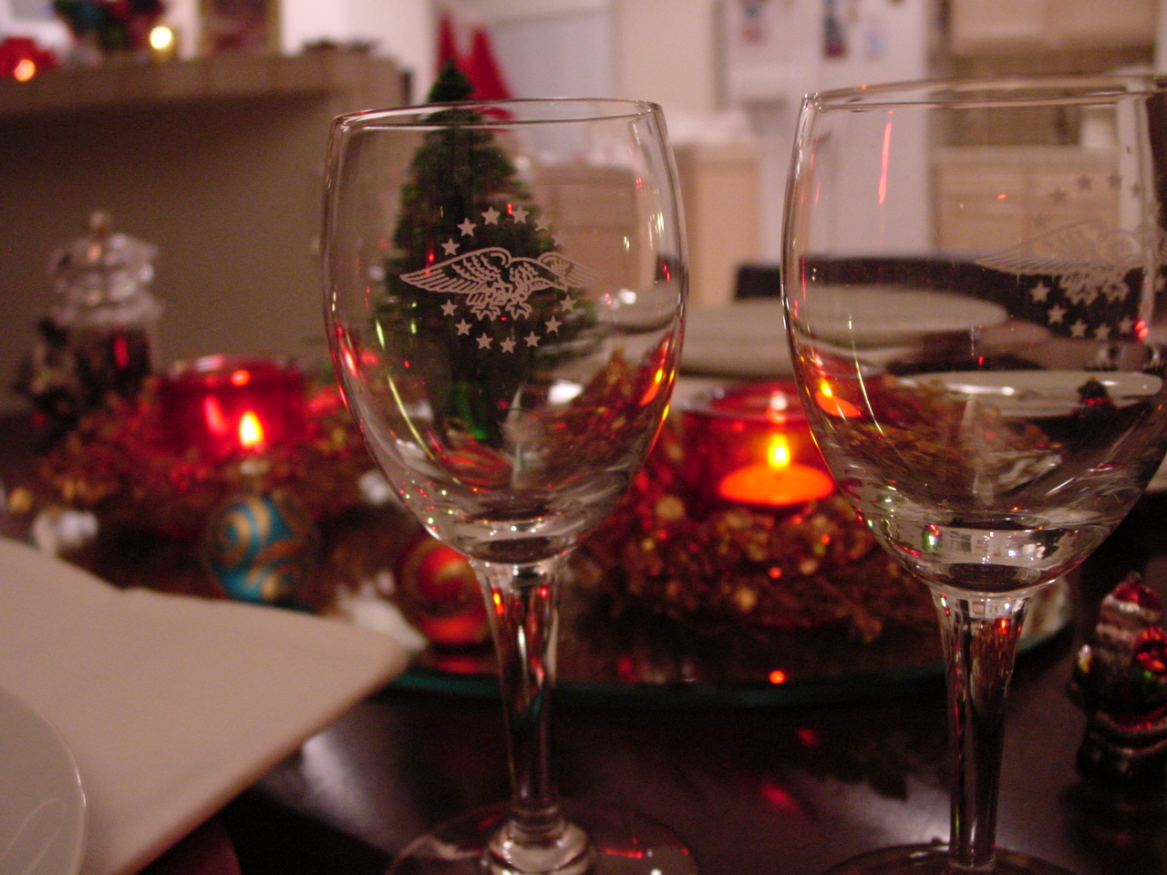 The 1950s President Special eagle logo can be seen on the glasses in this holiday setting.