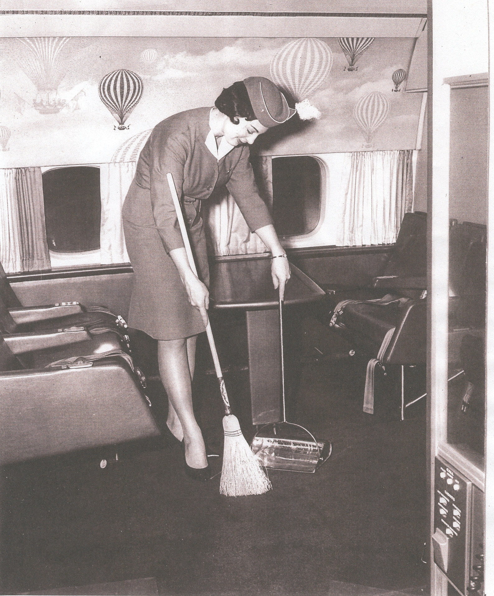 1964 February, Lynn Van Hoof-Werner  in the First Class Lounge of a Pan Am DC 8 during a Bermuda transit on her first trip to the Island.