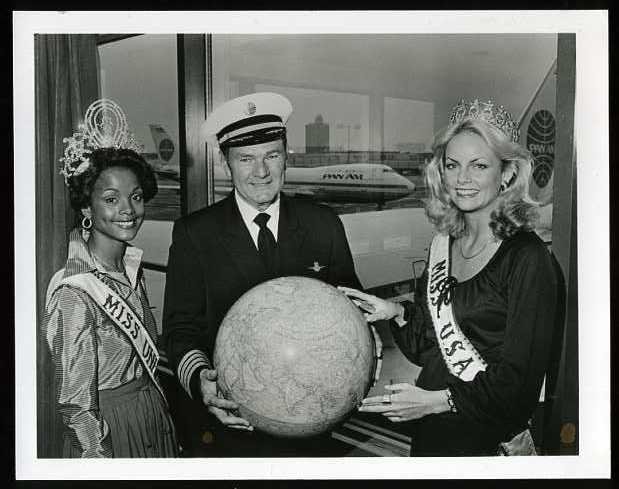 1980s Miss Universe & Miss USA pose with a very happy Pan Am pilot