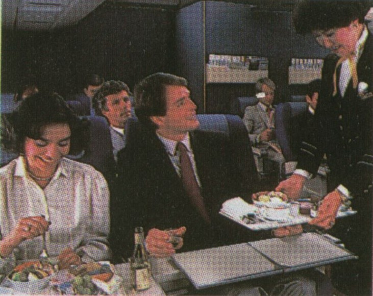 1985 Meal service in Pan Am's Clipper Class (business class) cabin.
