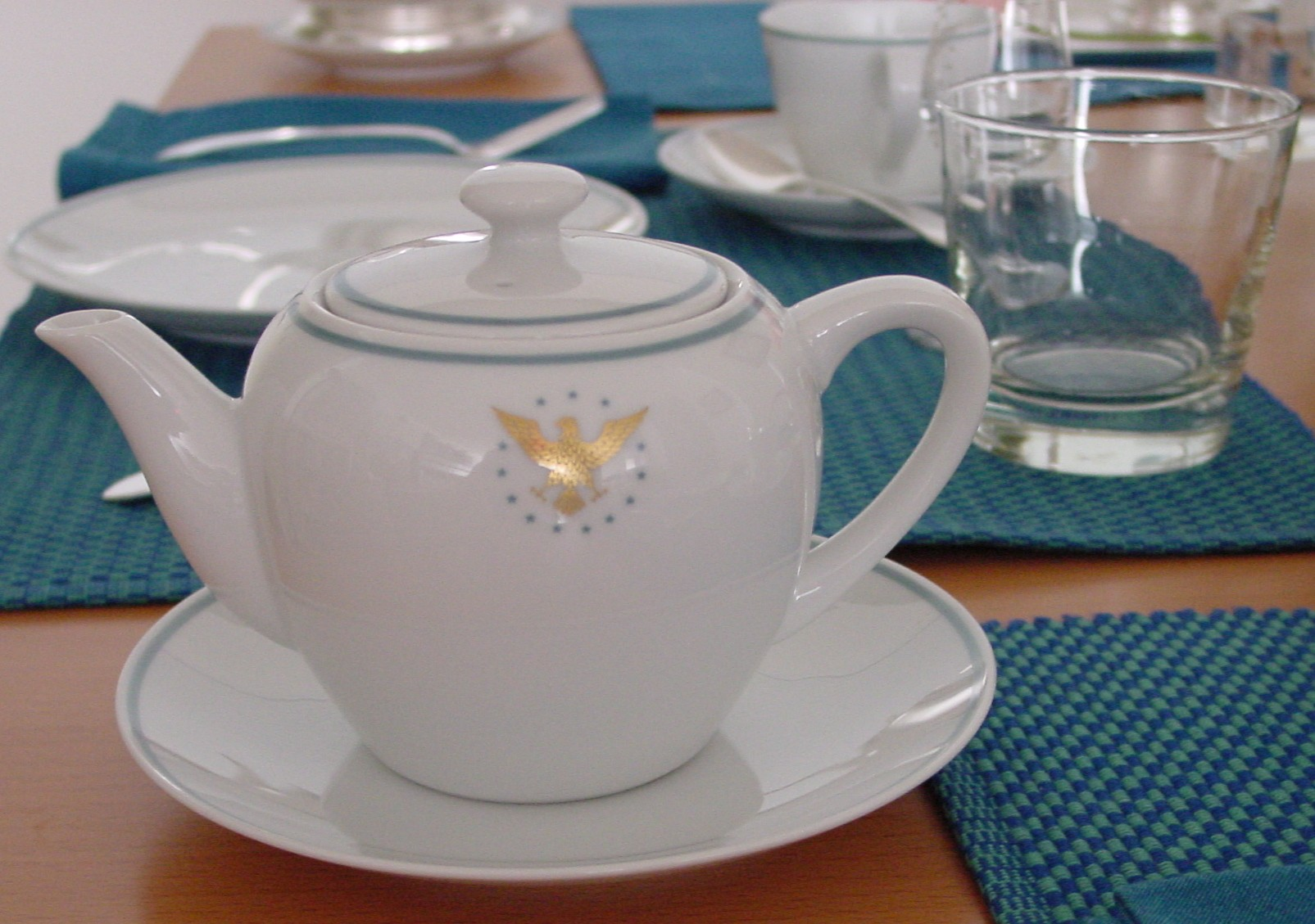 A 1960s individual tea pot from the 1960s Pan Am 'President' pattern adds a deluxe touch to tea time.