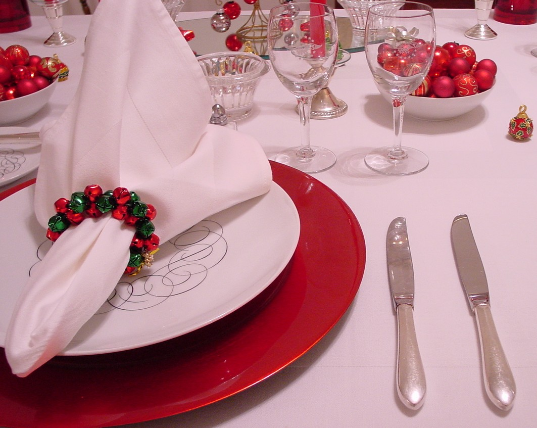 Red, white & black are the colors of this holiday table setting using Pan Am's 1950s President Special china pattern designed by Rosenthal