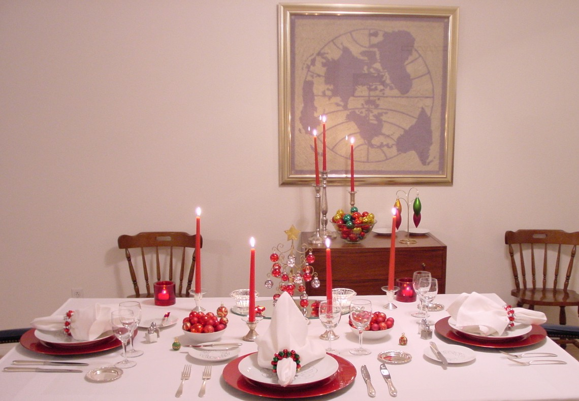 Red, white & black are the colors of this holiday table setting using Pan Am's 1950s President Special china pattern designed by Rosenthal.