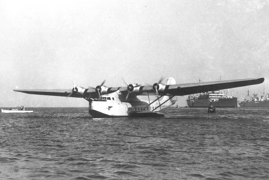 1930s M130 NC14716 China Clipper at San Pedro LAX harbor dropping anchor